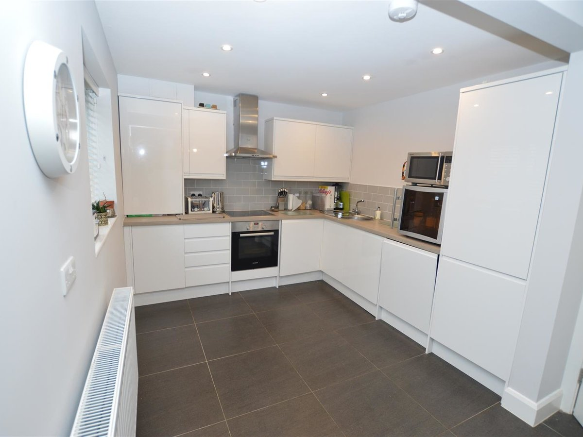 3 bedroom  House - Detached for sale in Dunstable - Slide 3