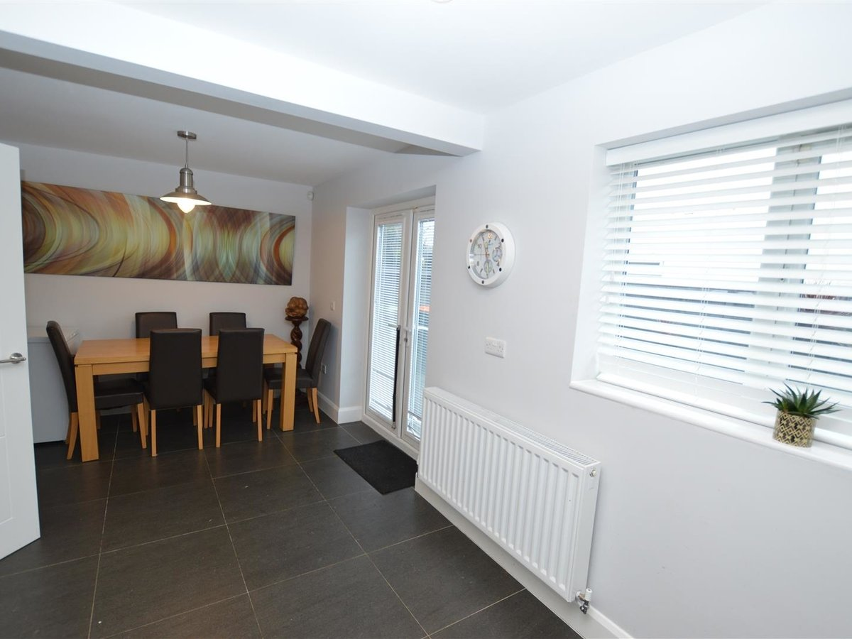 3 bedroom  House - Detached for sale in Dunstable - Slide 8