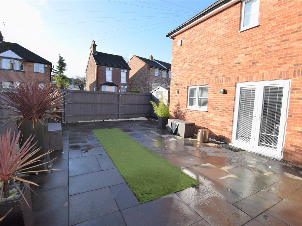 3 bedroom  House - Detached for sale in Dunstable - Slide 5