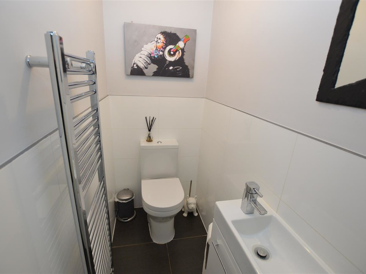 3 bedroom  House - Detached for sale in Dunstable - Slide 7