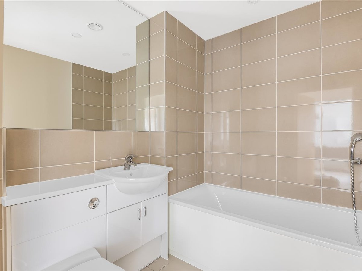 2 bedroom  Flat/Apartment for sale in Harrow - Slide 7