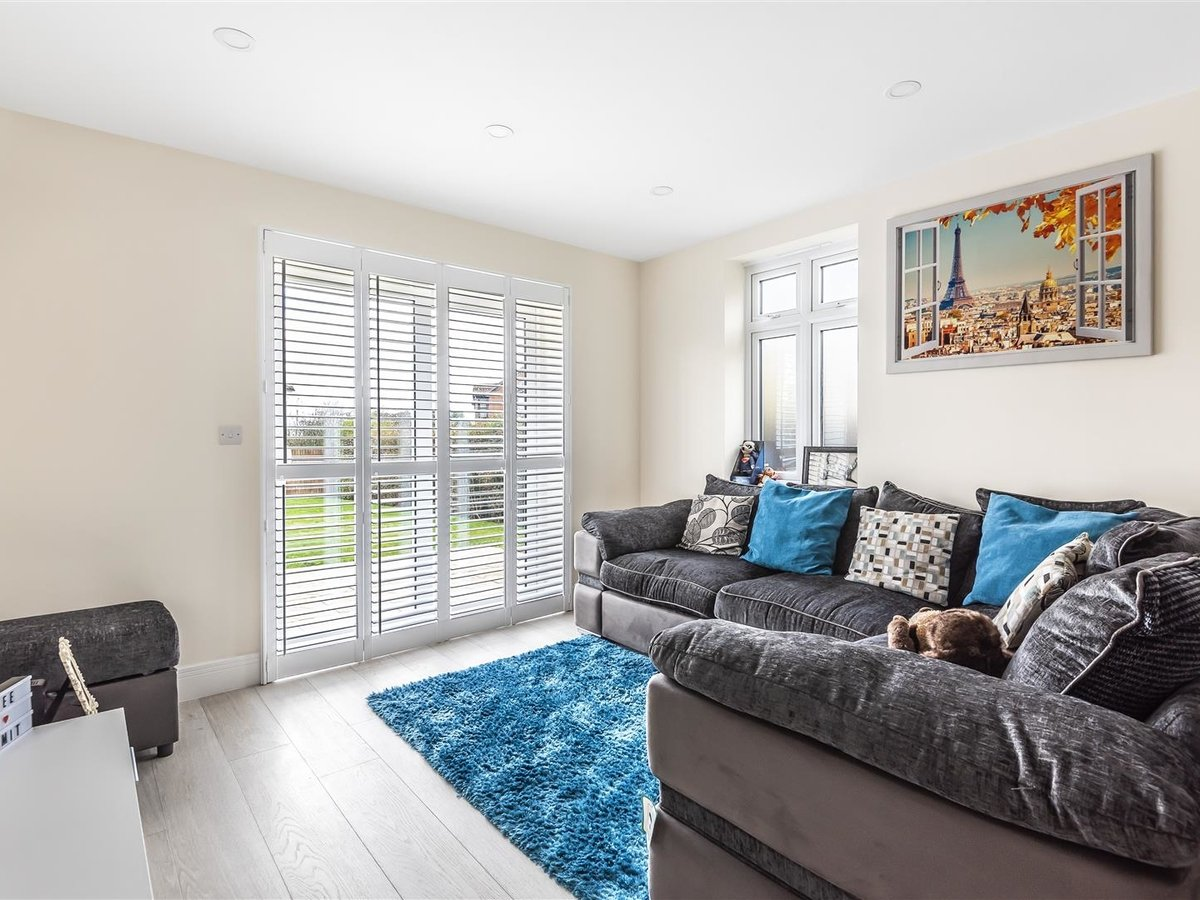 2 bedroom  Flat/Apartment for sale in Harrow - Slide 3