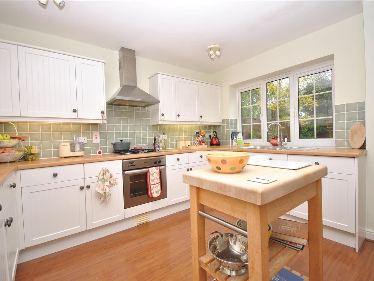 House - Detached for sale in Wing Leighton Buzzard - Slide 8