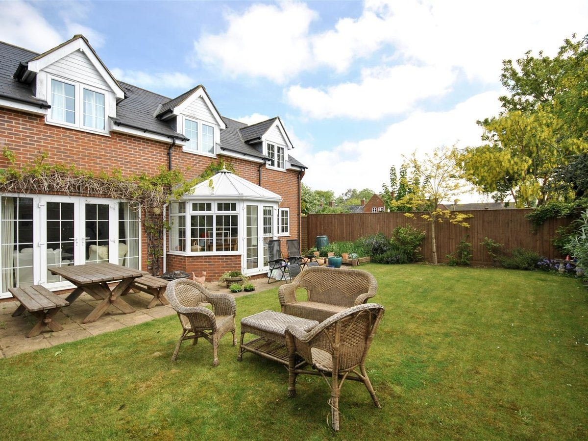 House - Detached for sale in Wing Leighton Buzzard - Slide 1
