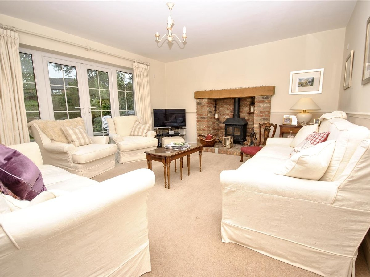 House - Detached for sale in Wing Leighton Buzzard - Slide 6