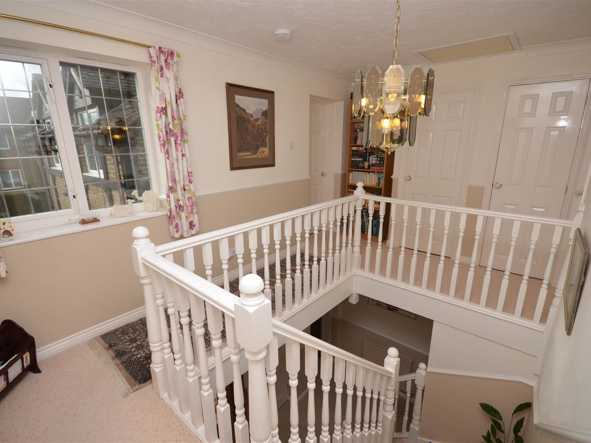 House - Detached for sale in Aylesbury - Slide 9