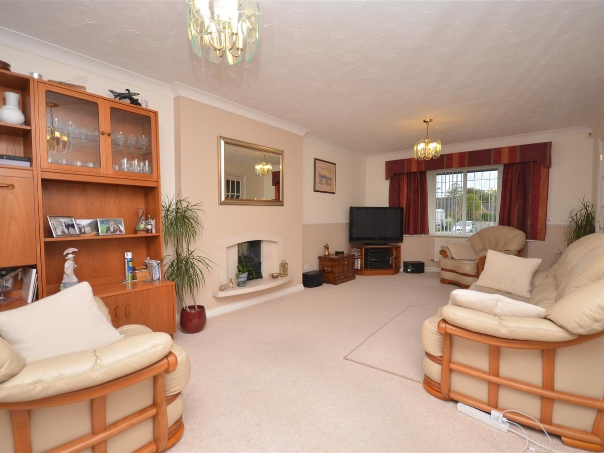 House - Detached for sale in Aylesbury - Slide 7