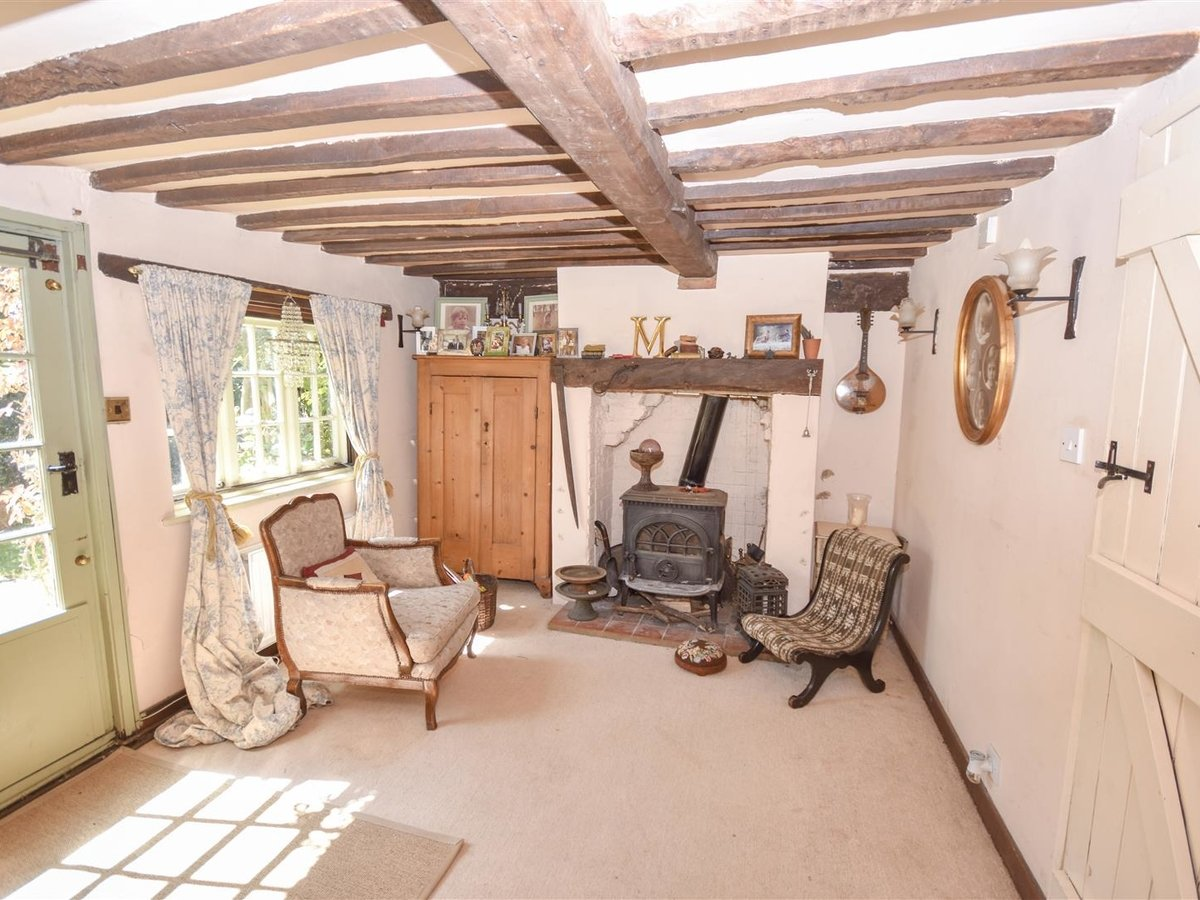 House - Semi-Detached for sale in Aston Abbotts - Slide 8