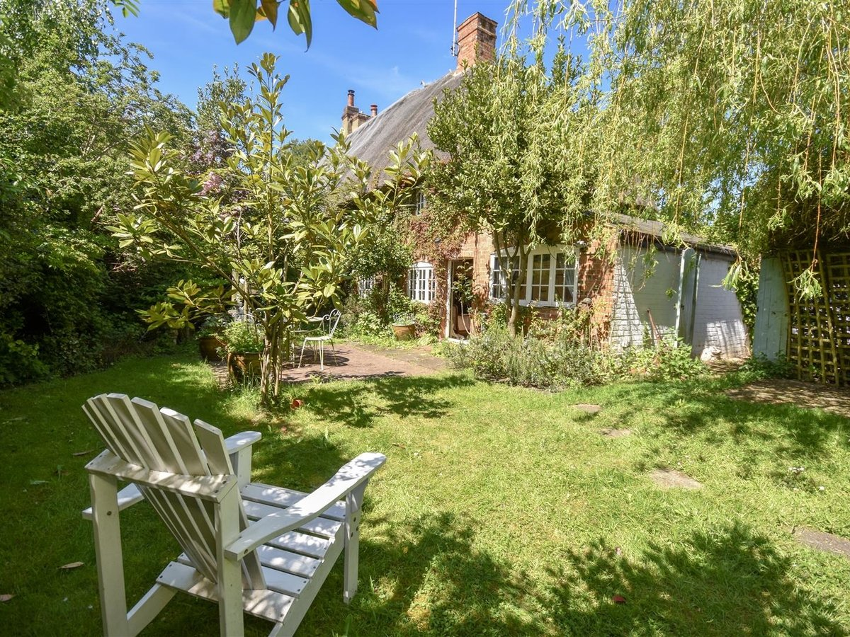 House - Semi-Detached for sale in Aston Abbotts - Slide 1