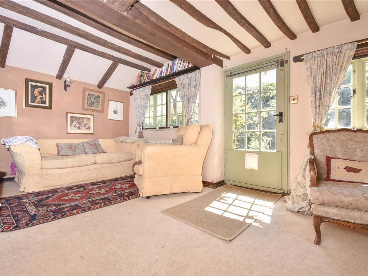 House - Semi-Detached for sale in Aston Abbotts - Slide 5