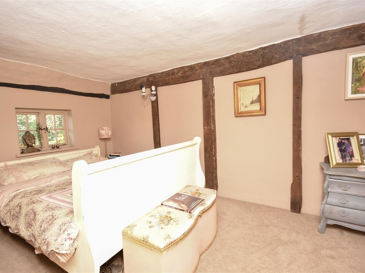 House - Semi-Detached for sale in Aston Abbotts - Slide 10