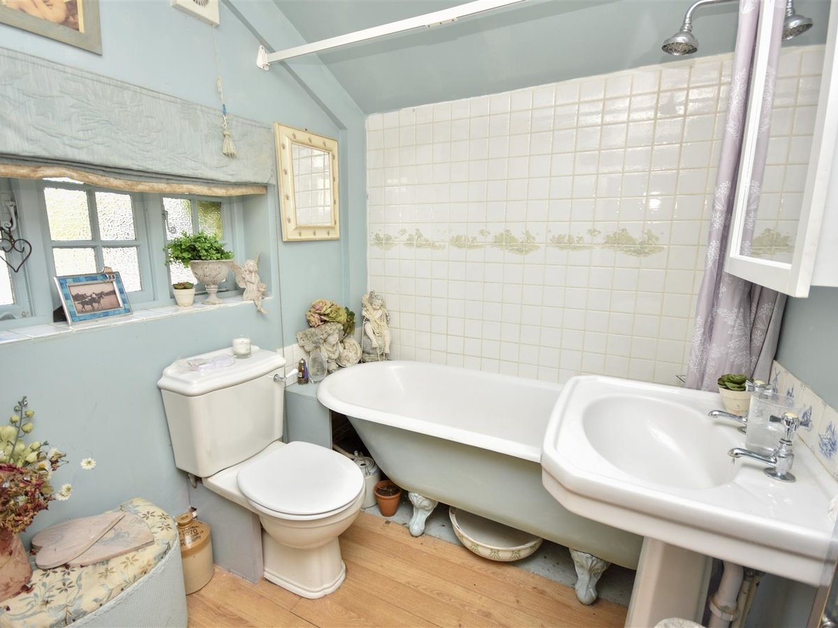 House - Semi-Detached for sale in Aston Abbotts - Slide 9