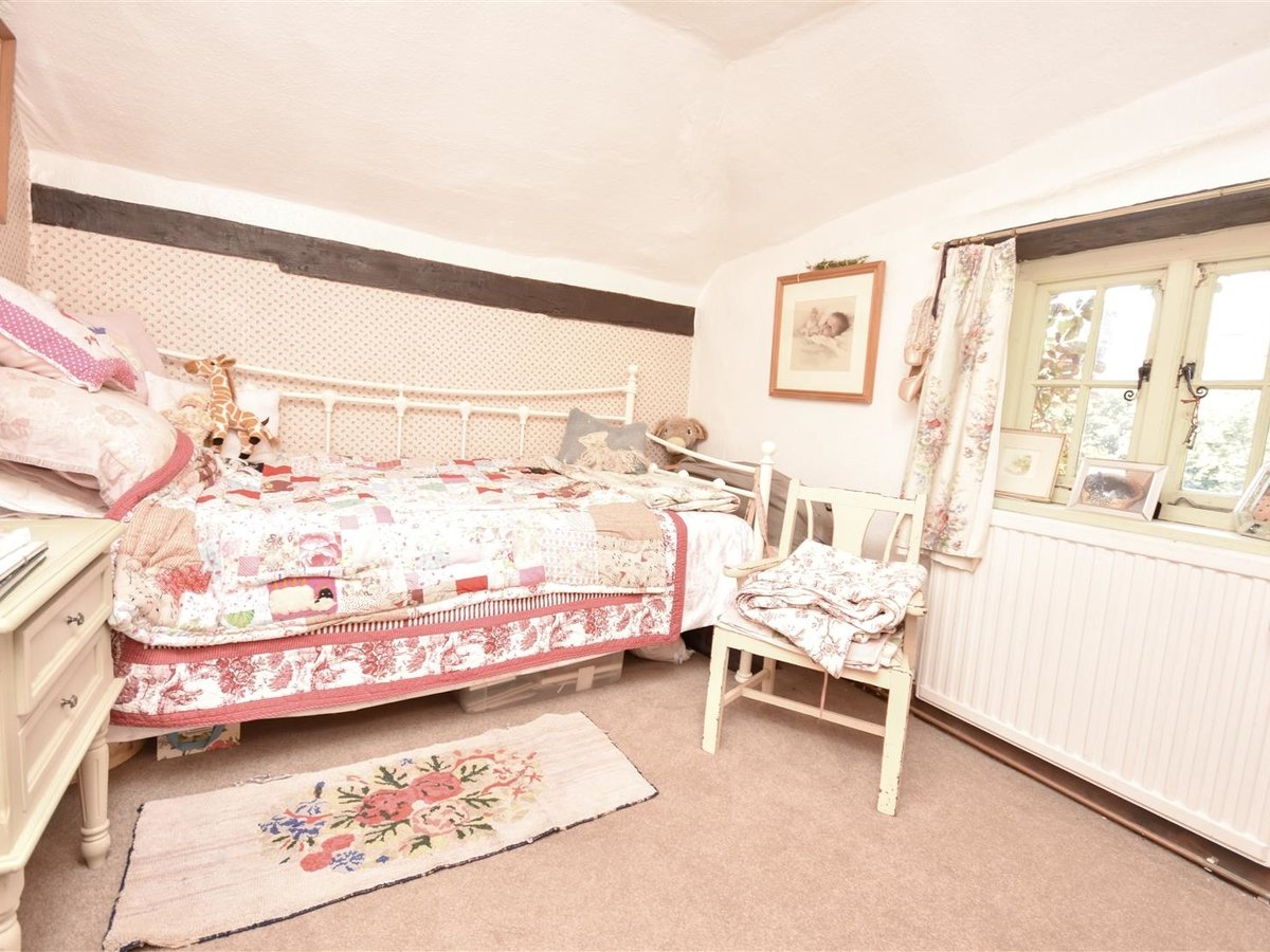 House - Semi-Detached for sale in Aston Abbotts - Slide 11