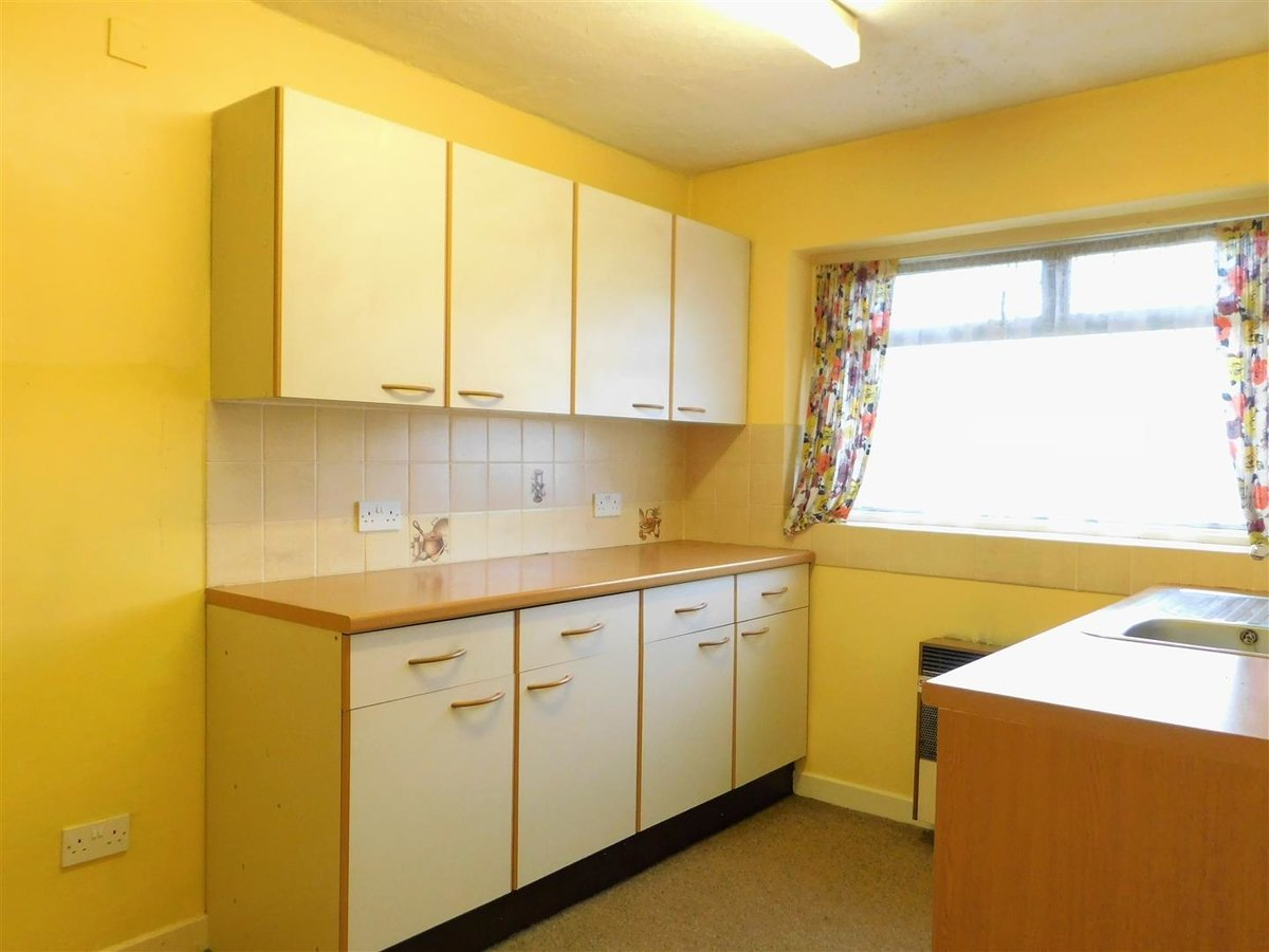 2 bedroom  Flat - Purpose Built for sale in Northolt - Slide 4