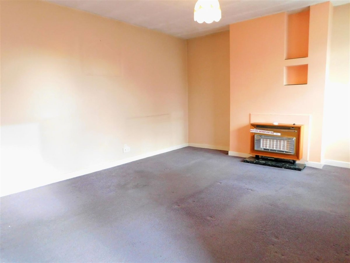 2 bedroom  Flat - Purpose Built for sale in Northolt - Slide 3