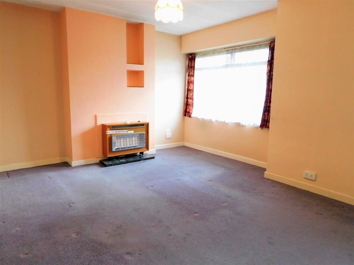 2 bedroom  Flat - Purpose Built for sale in Northolt - Slide 2