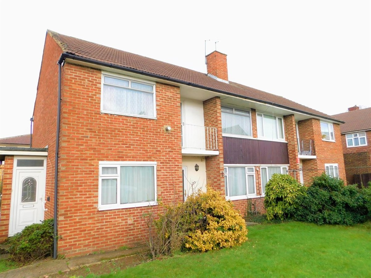 2 bedroom  Flat - Purpose Built for sale in Northolt - Slide 1