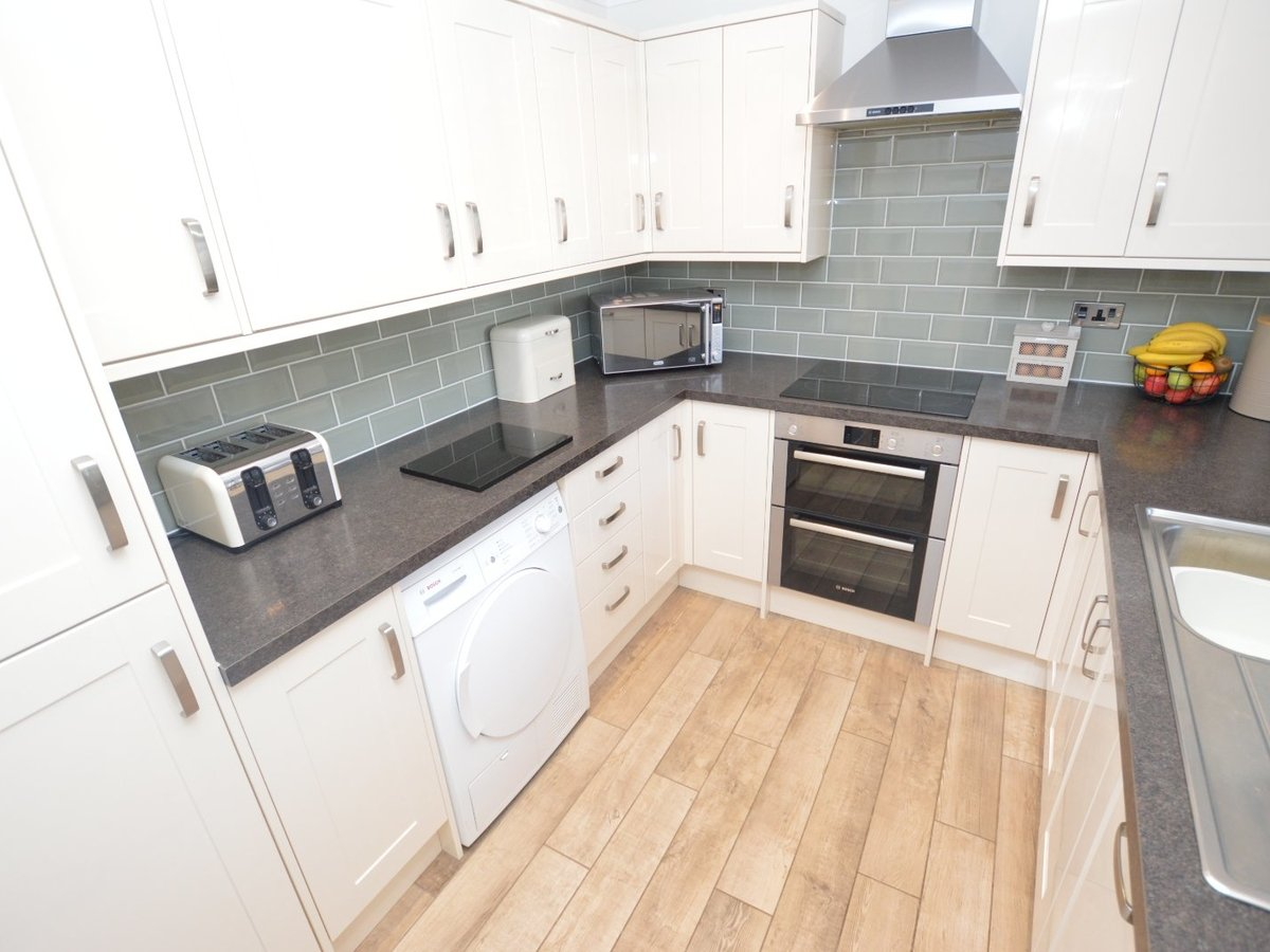 3 bedroom  House for sale in Bedfordshire - Slide 4
