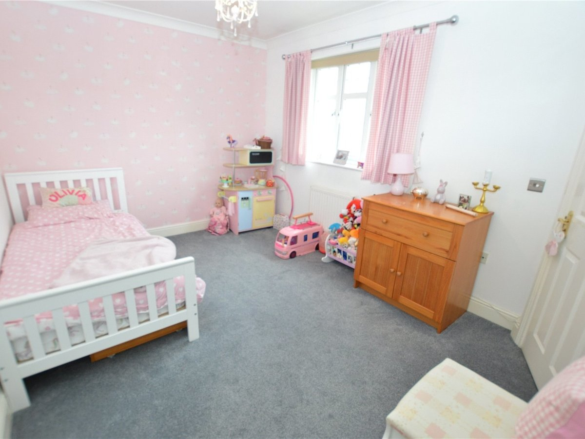 4 bedroom  House for sale in Dunstable - Slide 7