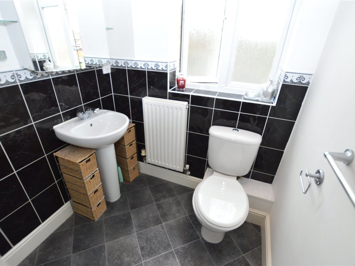 4 bedroom  House for sale in Dunstable - Slide 13