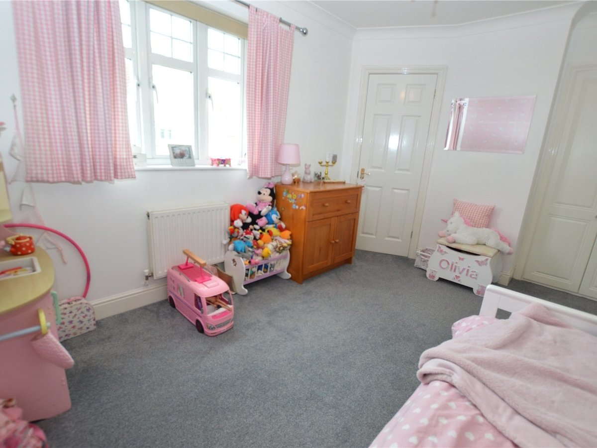 4 bedroom  House for sale in Dunstable - Slide 14
