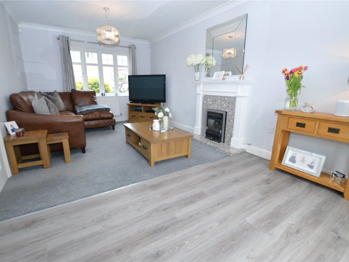 4 bedroom  House for sale in Dunstable - Slide 8