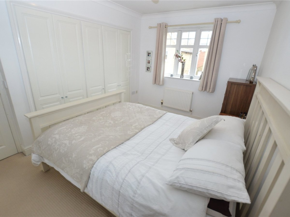 4 bedroom  House for sale in Dunstable - Slide 6