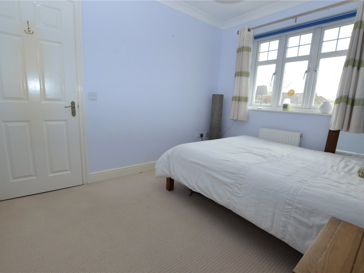4 bedroom  House for sale in Dunstable - Slide 16