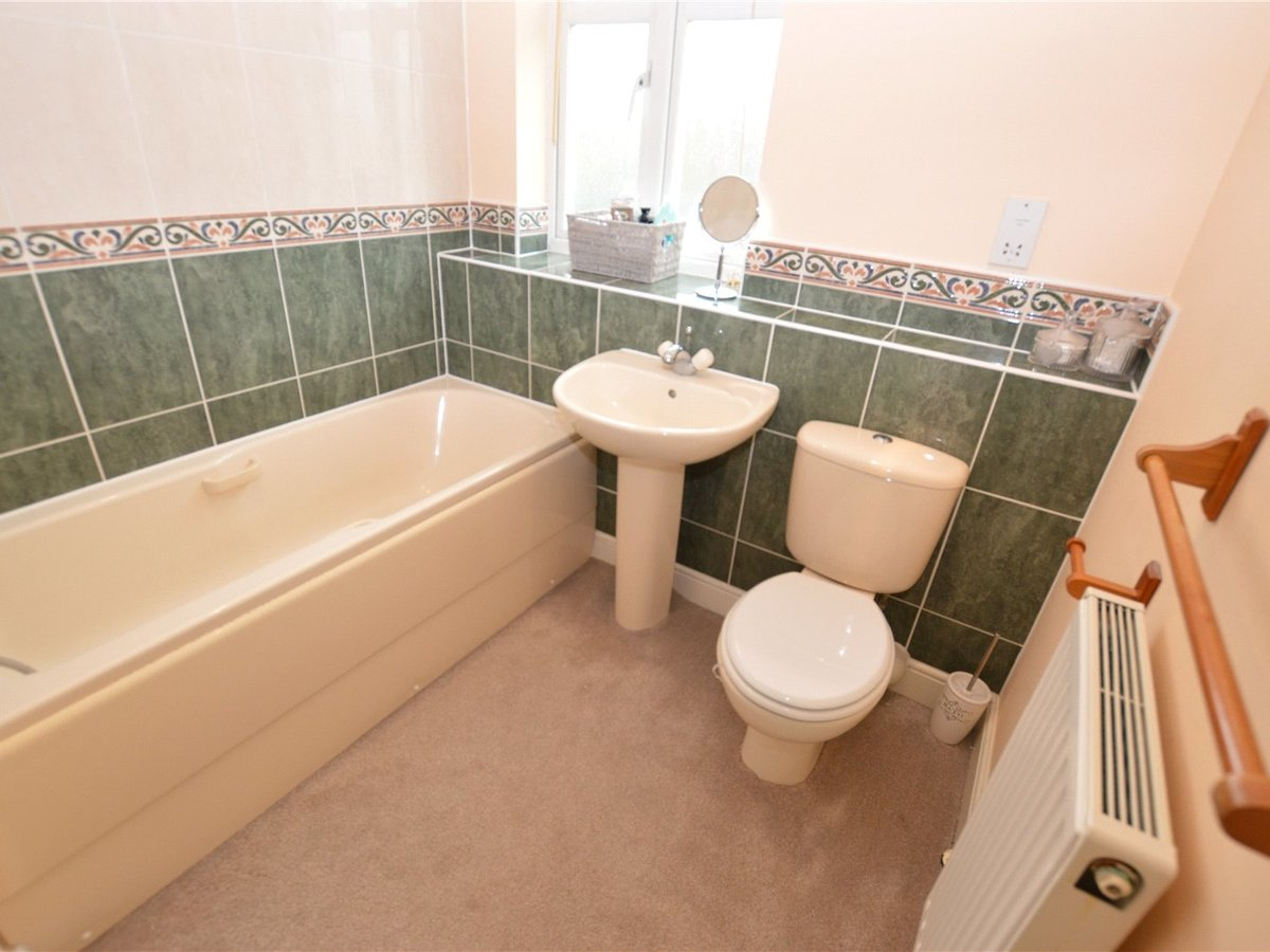 4 bedroom  House for sale in Dunstable - Slide 18