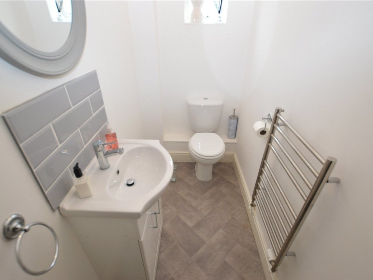 4 bedroom  House for sale in Dunstable - Slide 11