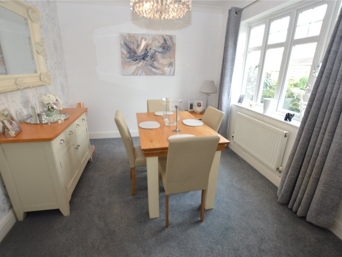 4 bedroom  House for sale in Dunstable - Slide 5