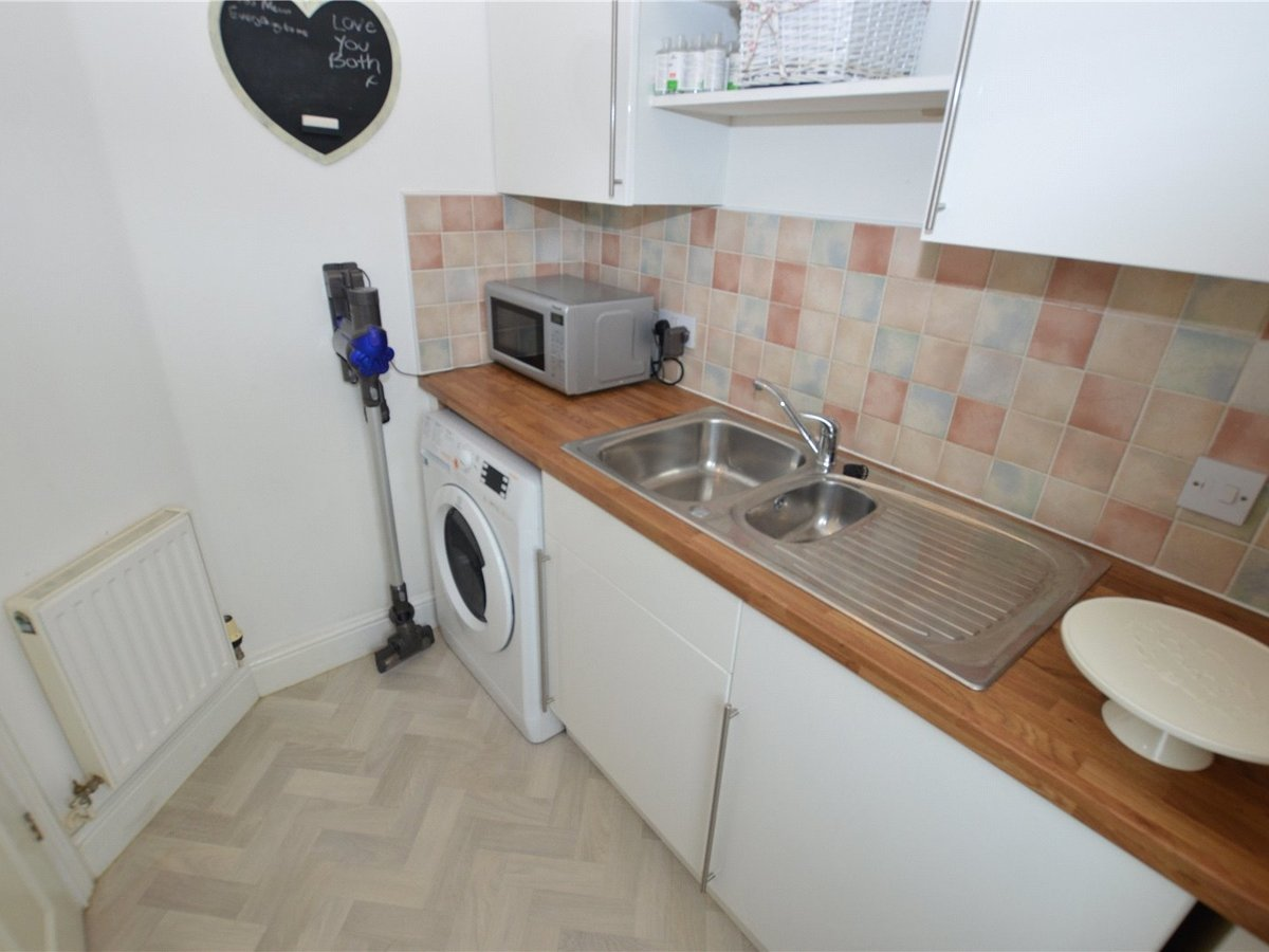 4 bedroom  House for sale in Dunstable - Slide 10