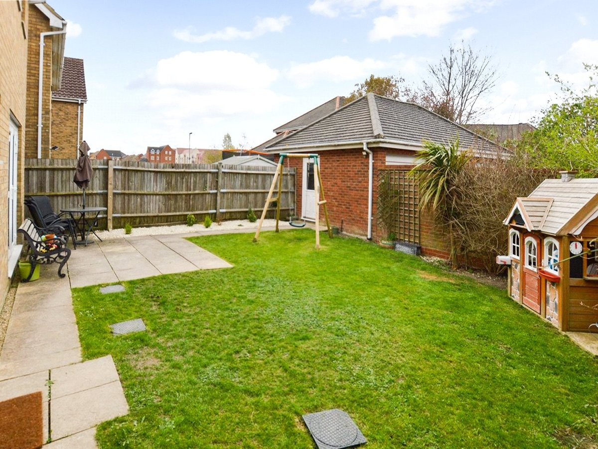 4 bedroom  House for sale in Dunstable - Slide 4