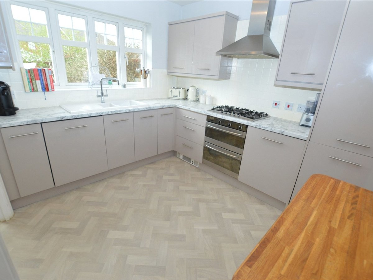 4 bedroom  House for sale in Dunstable - Slide 3