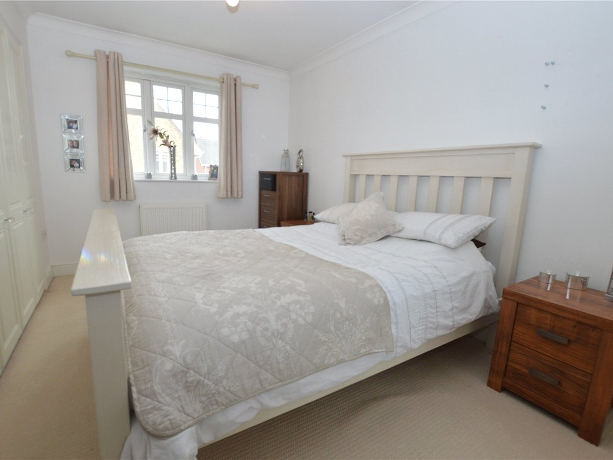 4 bedroom  House for sale in Dunstable - Slide 12