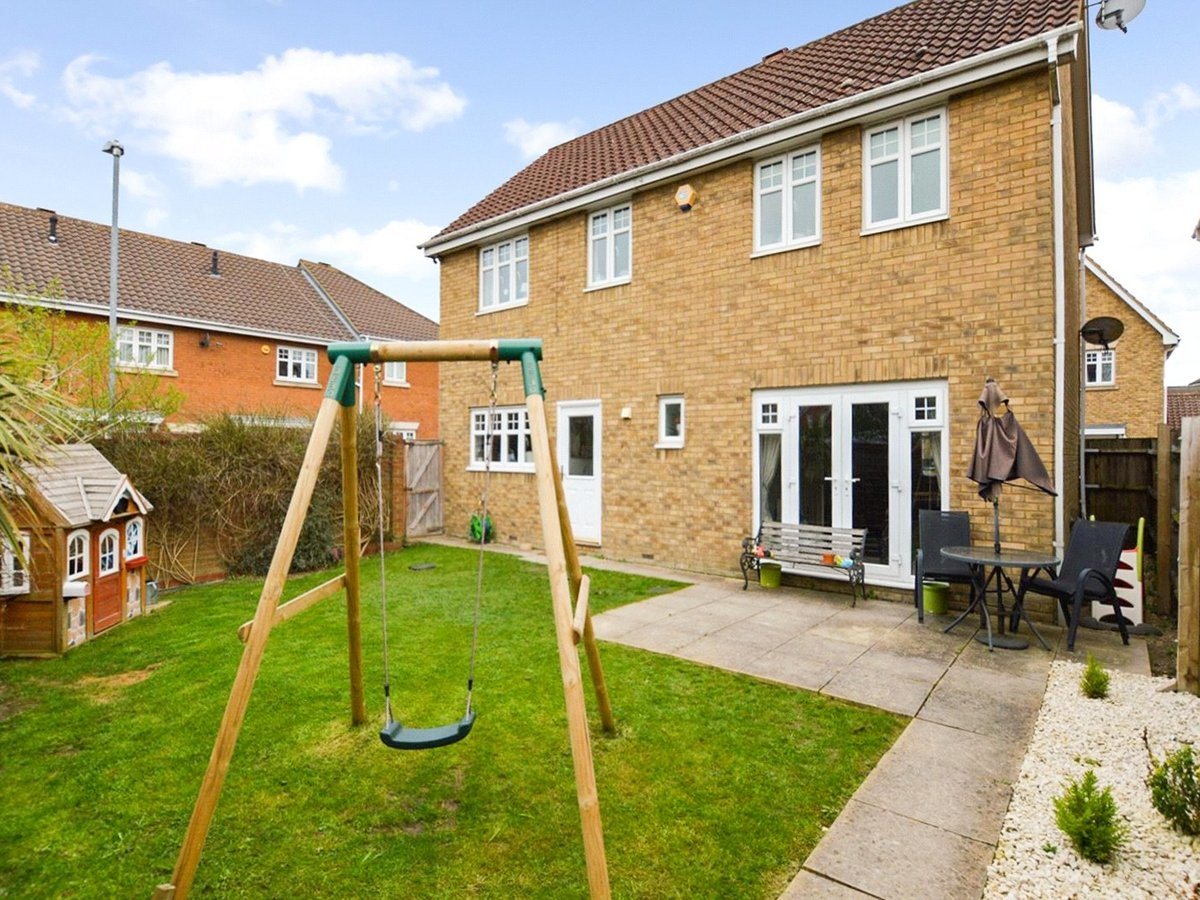 4 bedroom  House for sale in Dunstable - Slide 19
