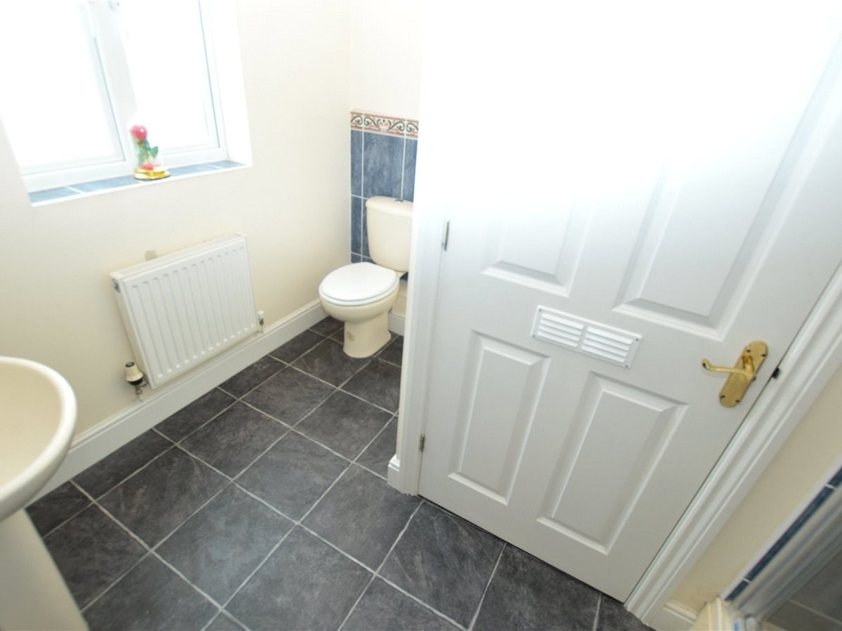 4 bedroom  House for sale in Dunstable - Slide 15