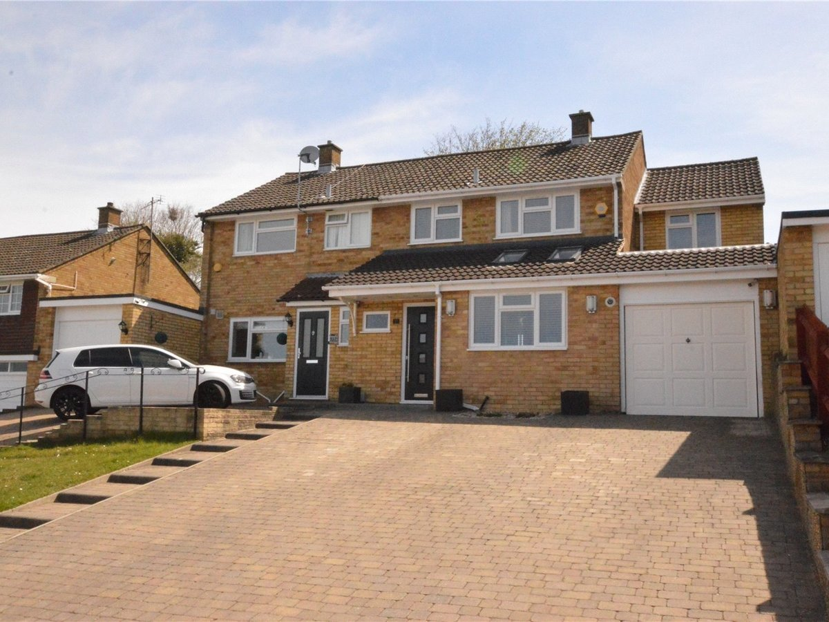 3 bedroom  House for sale in Bedfordshire - Slide 1