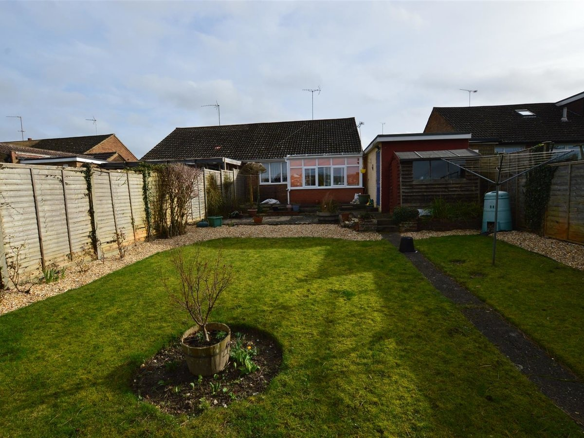 2 bedroom  Bungalow for sale in Bedfordshire - Slide 2