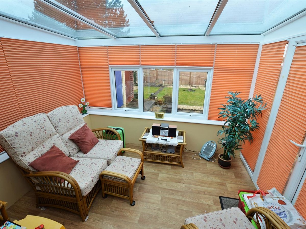 2 bedroom  Bungalow for sale in Bedfordshire - Slide 3
