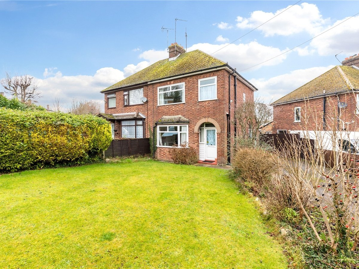 3 bedroom  House for sale in Dunstable - Slide 1