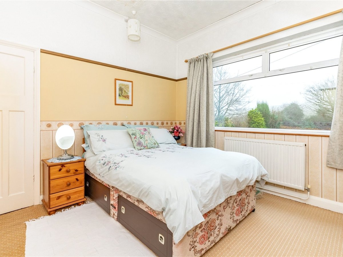 3 bedroom  House for sale in Dunstable - Slide 7