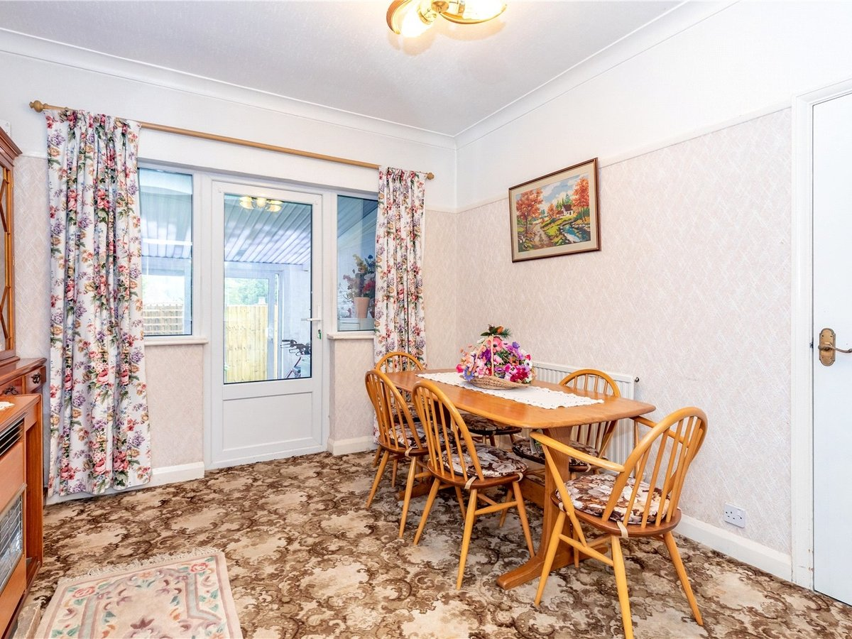 3 bedroom  House for sale in Dunstable - Slide 5