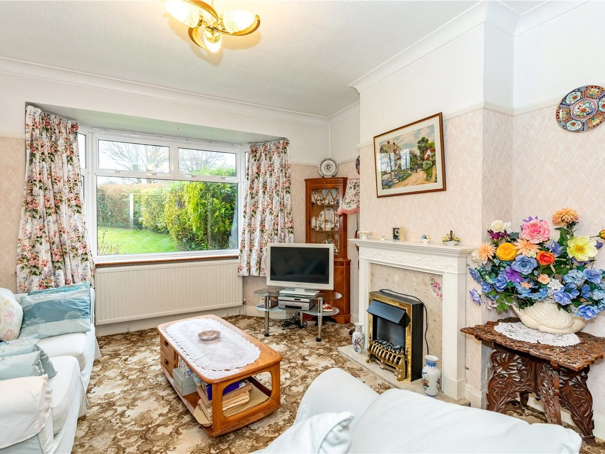 3 bedroom  House for sale in Dunstable - Slide 2