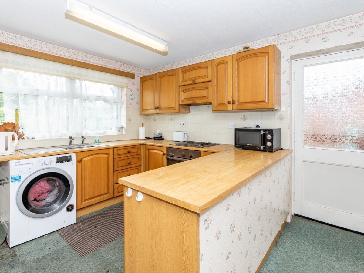 3 bedroom  Bungalow for sale in Buckingham - Slide 3