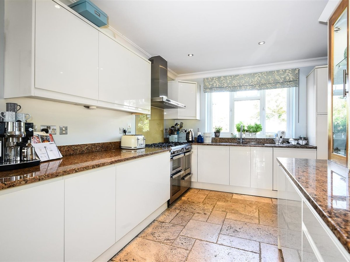 House - Detached for sale in Dunstable - Slide 9