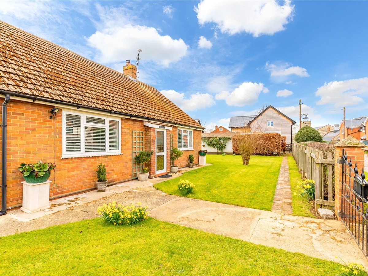 2 bedroom  House for sale in Buckingham - Slide 8