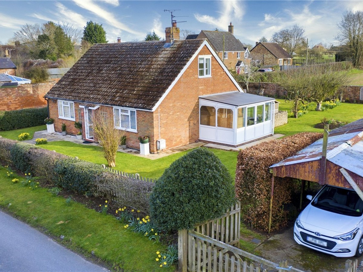 2 bedroom  House for sale in Buckingham - Slide 7