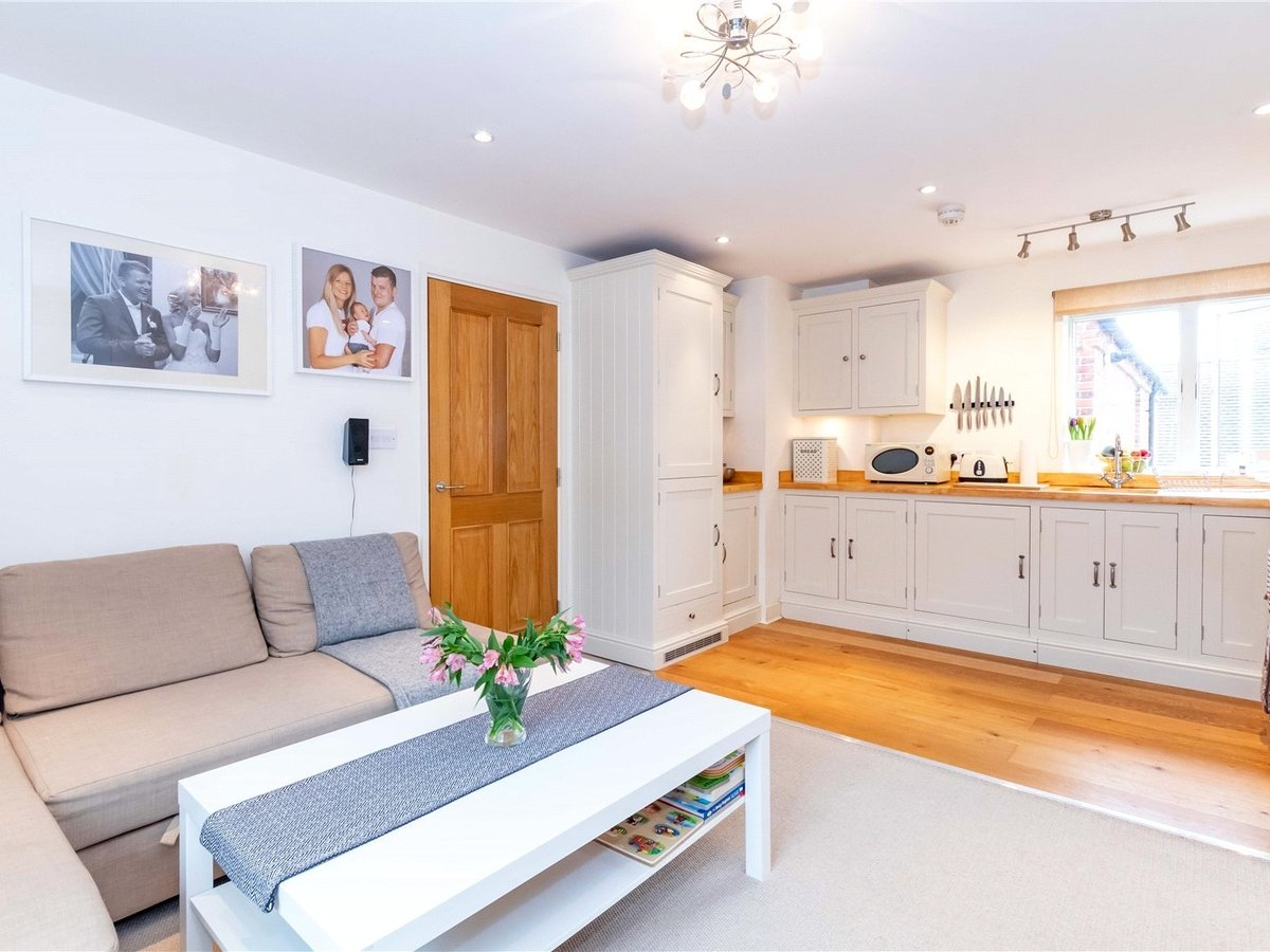 1 bedroom  Flat/Apartment for sale in Buckingham - Slide 7