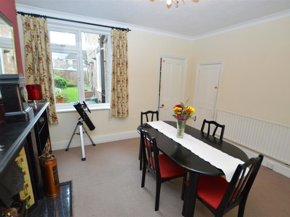 3 bedroom  House - Semi-Detached for sale in Dunstable - Slide 7